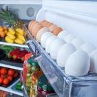 البيض بباب الثلاجة وبلا علبة.. خطأ نرتكبه وخطره مفاجئ
