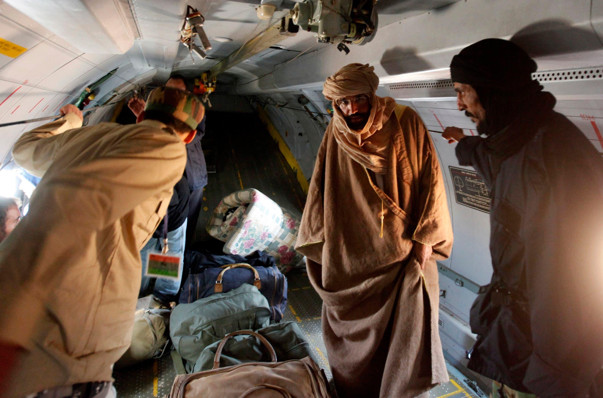 سيف الإسلام القذافي عقب اعتقاله في 2011 (رويترز)