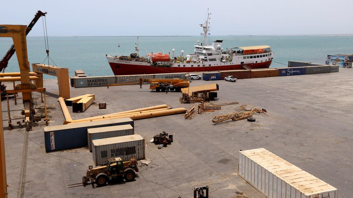سفينة شحن راسية في ميناء الحديدة اليمني (أرشيفية - رويترز)