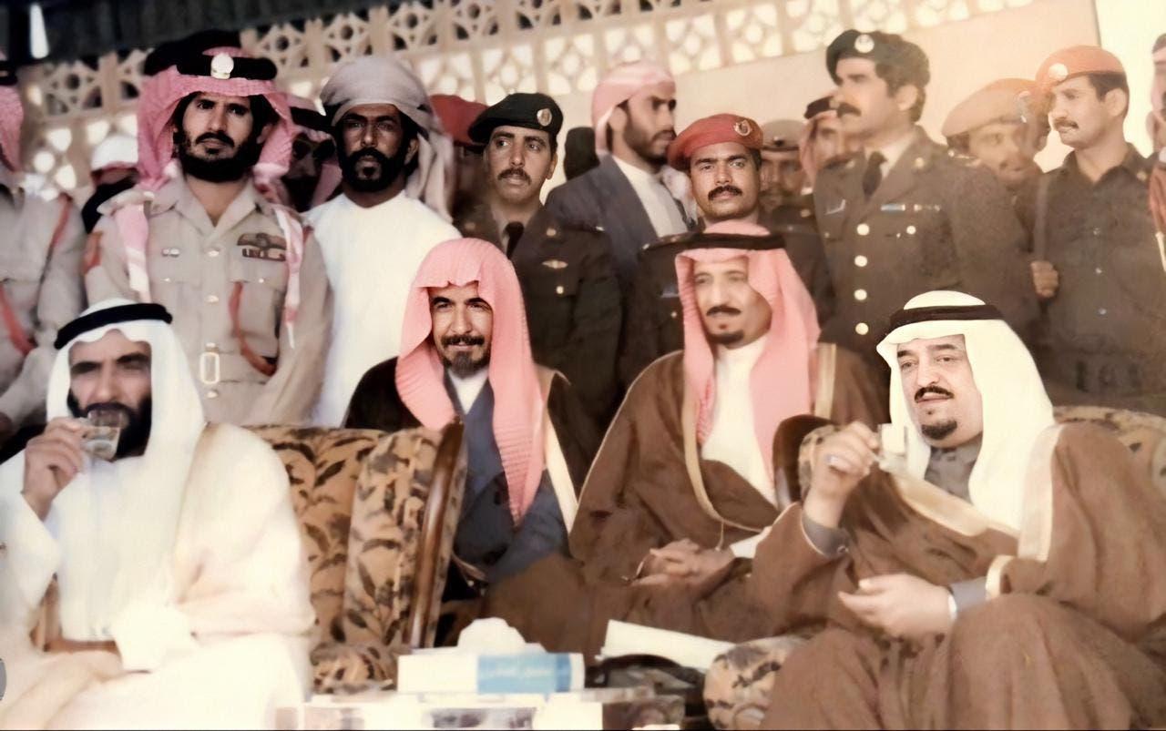 الشتري بجوار الملك فهد والملك سلمان