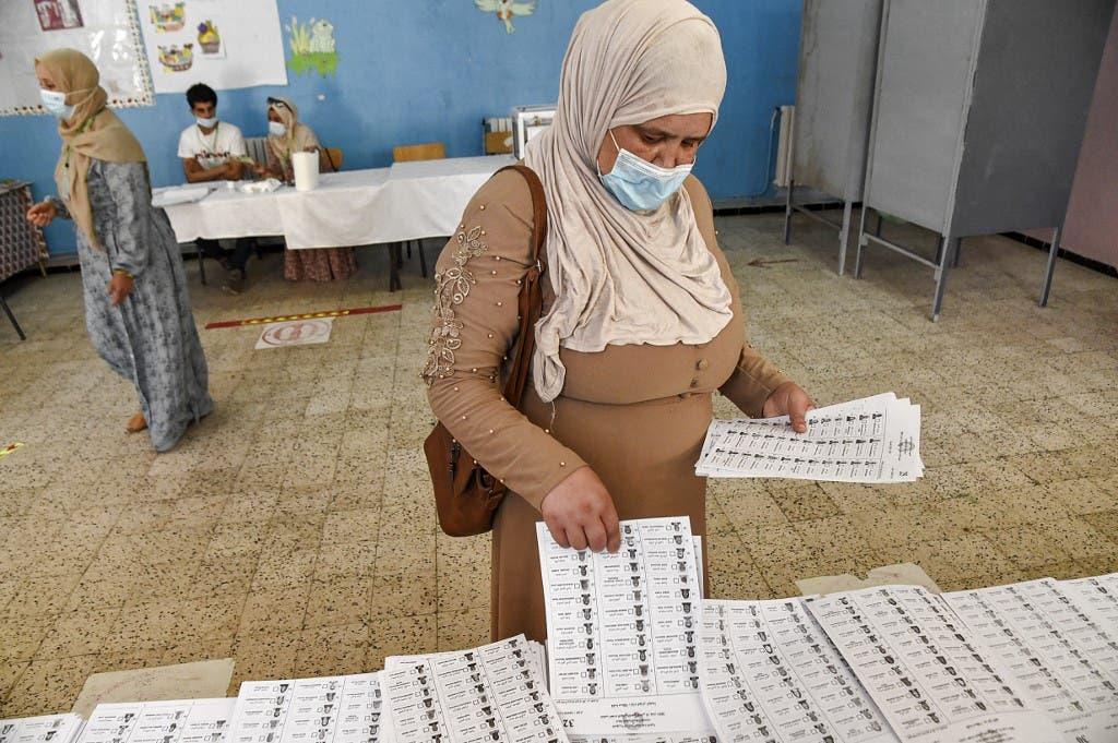 من مركز  للاقتراع في الجزائر