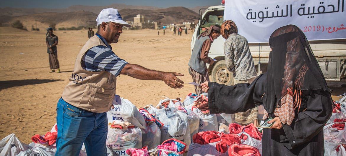 امرأة في مأرب تتسلم مساعدات(حسب موقع الأمم المتحدة)