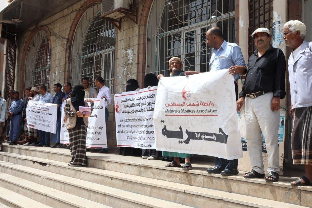 Taiz..Houthi refuses to take dozens of abductees in To include barter transactions