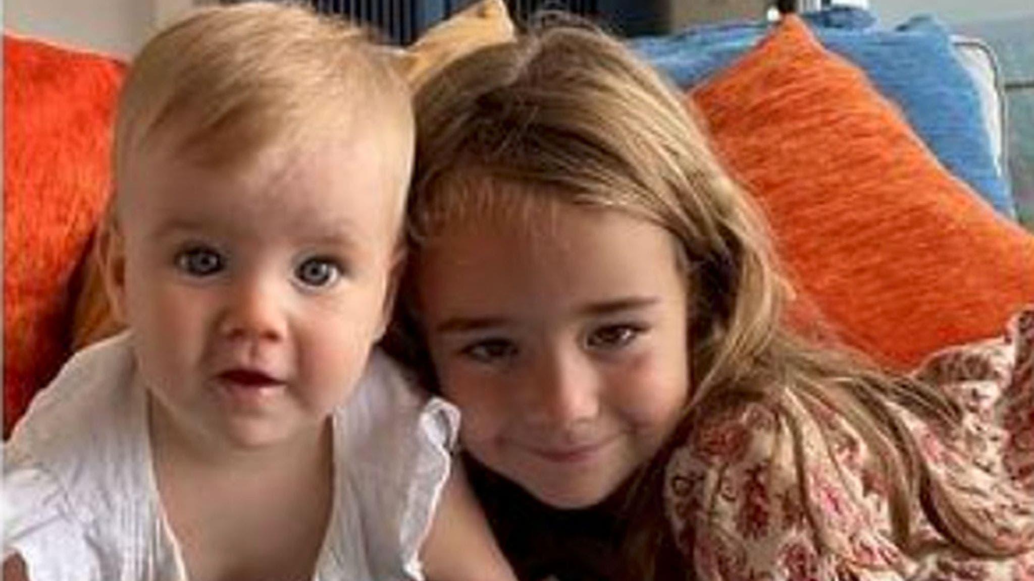 الطفلتان أوليفيا وآنّا