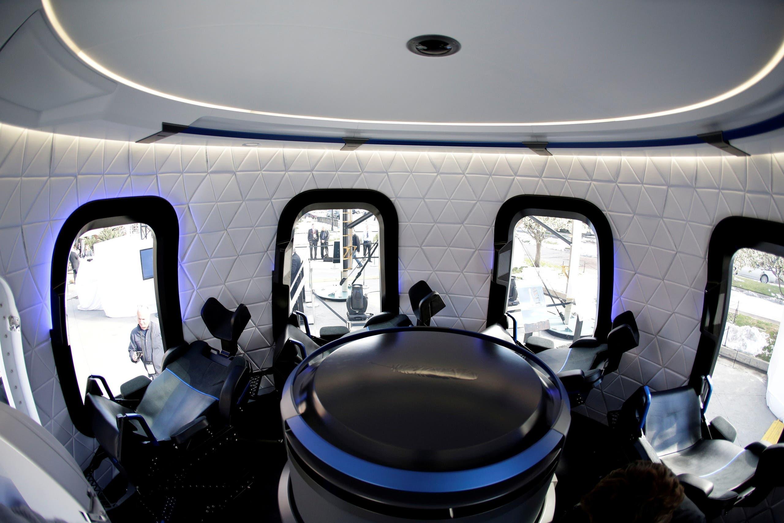نموذج عن الكبسولة التي ستحلق في الفضاء