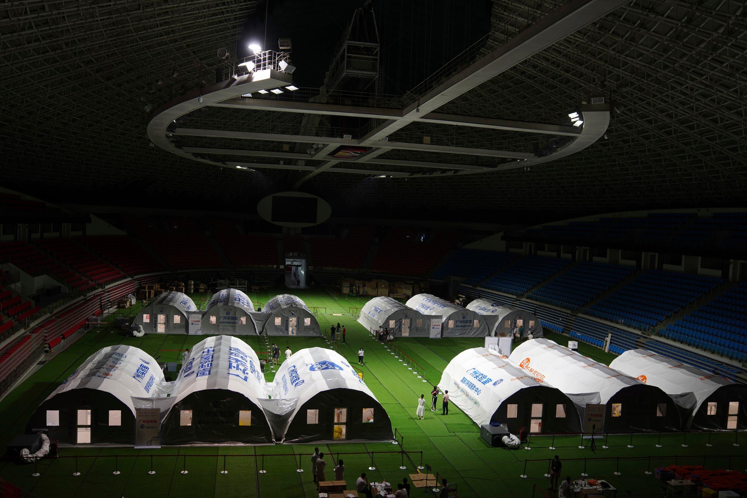 مركز أقيم في ملعب في قوانغتشو لإجراء فحوصات كورونا