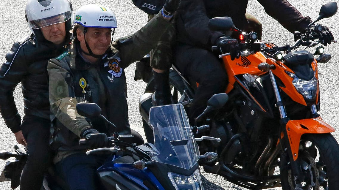 رئيس البرازيل يقود دراجة نارية