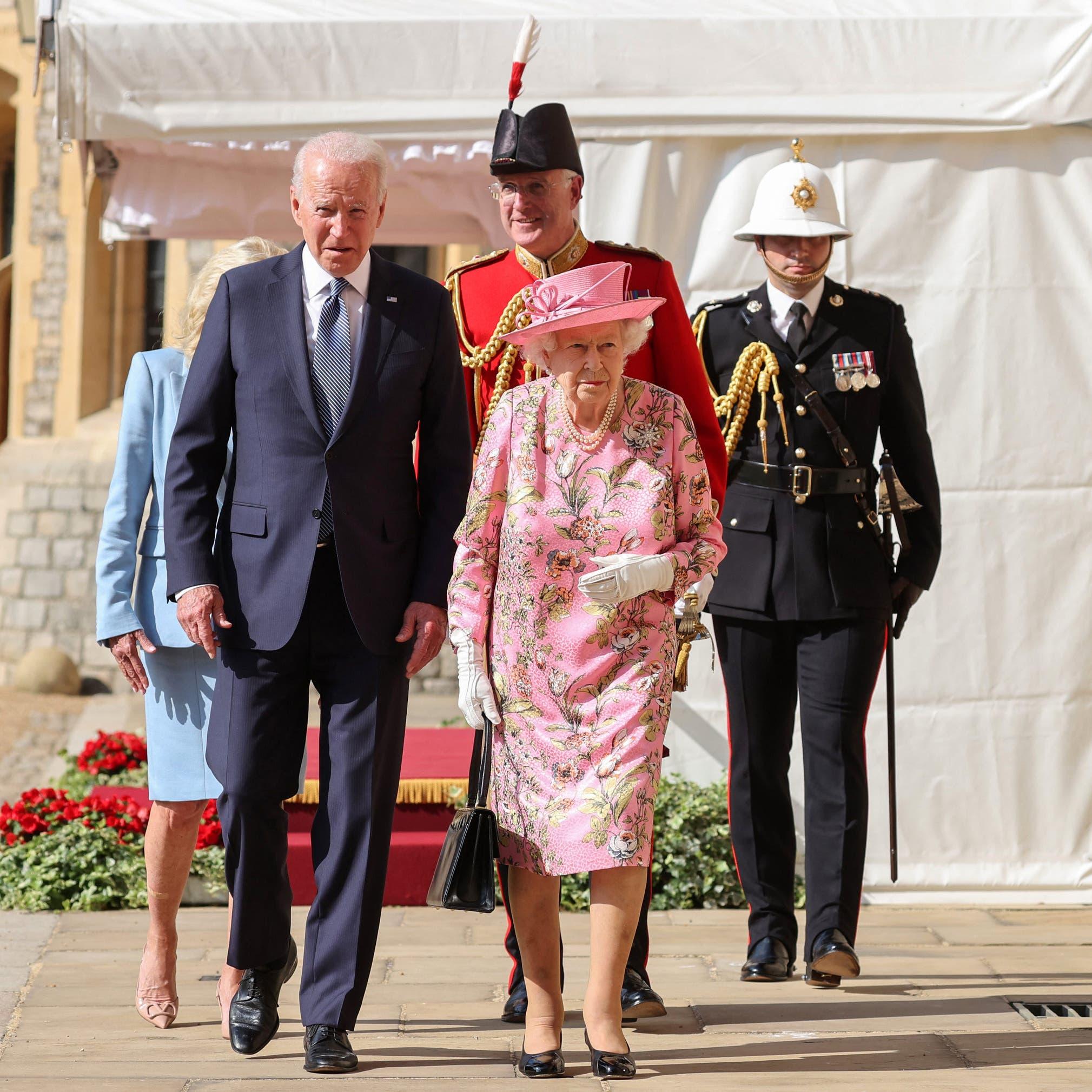 بايدن وزوجته يحتسيان الشاي مع الملكة إليزابيث بعد قمة مجموعة السبع