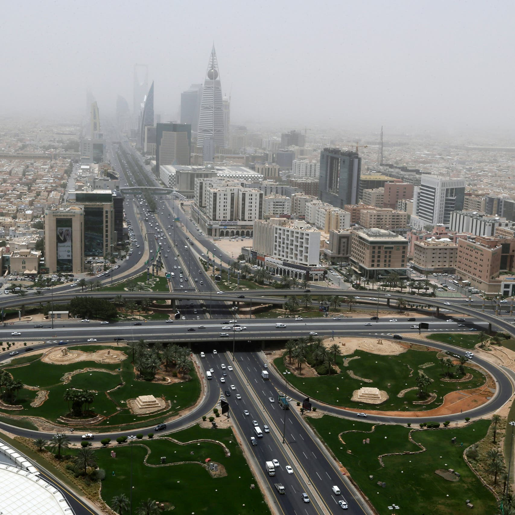 Gulf rebound seen as Saudi Arabia, UAE to top 4pct growth in 2022: Reuters survey