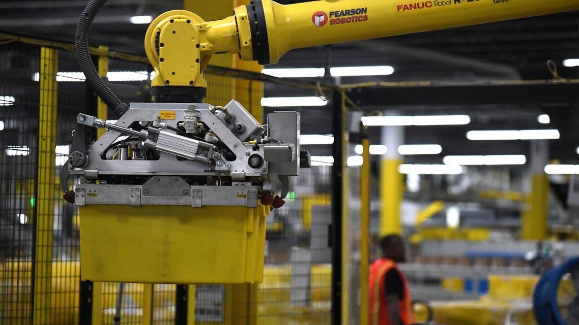 استخدام الروبوتات الآلية في مستودعات أمازون