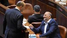 اخوان فلسطینی عرب لیڈر منصورعباس کا نو منتخب اسرائیلی وزیراعظم سے مصافحہ