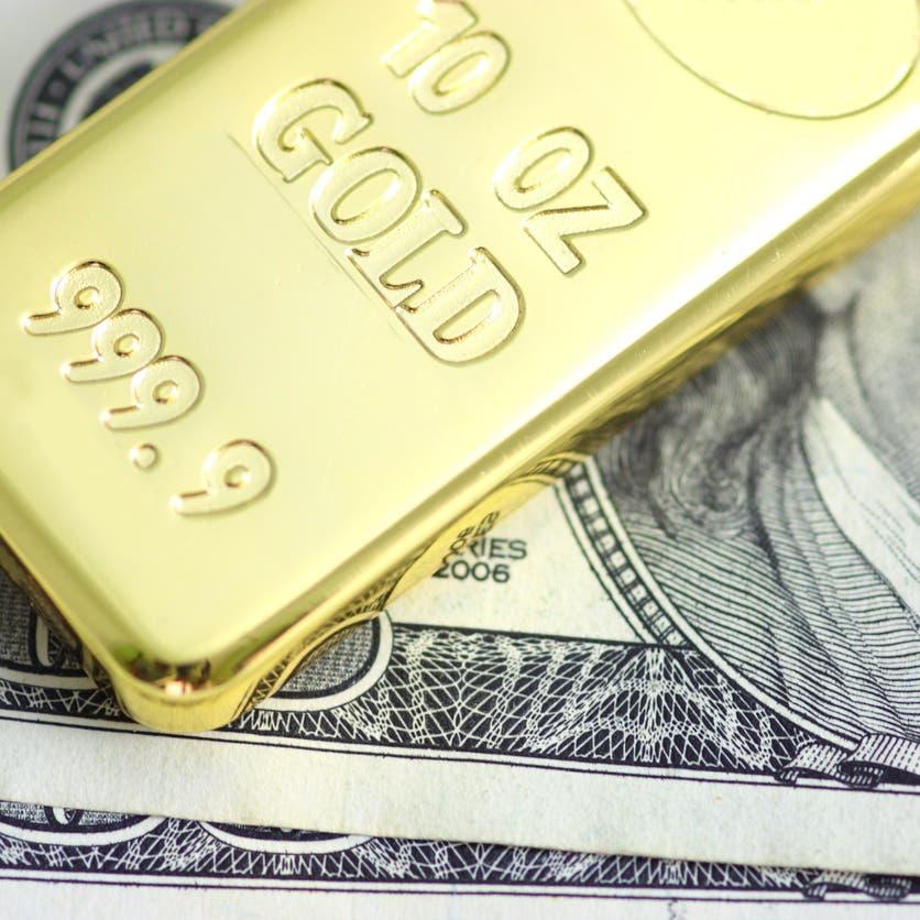 تراجع الدولار يدعم عودة الذهب قبل شهادة رئيس الفيدرالي