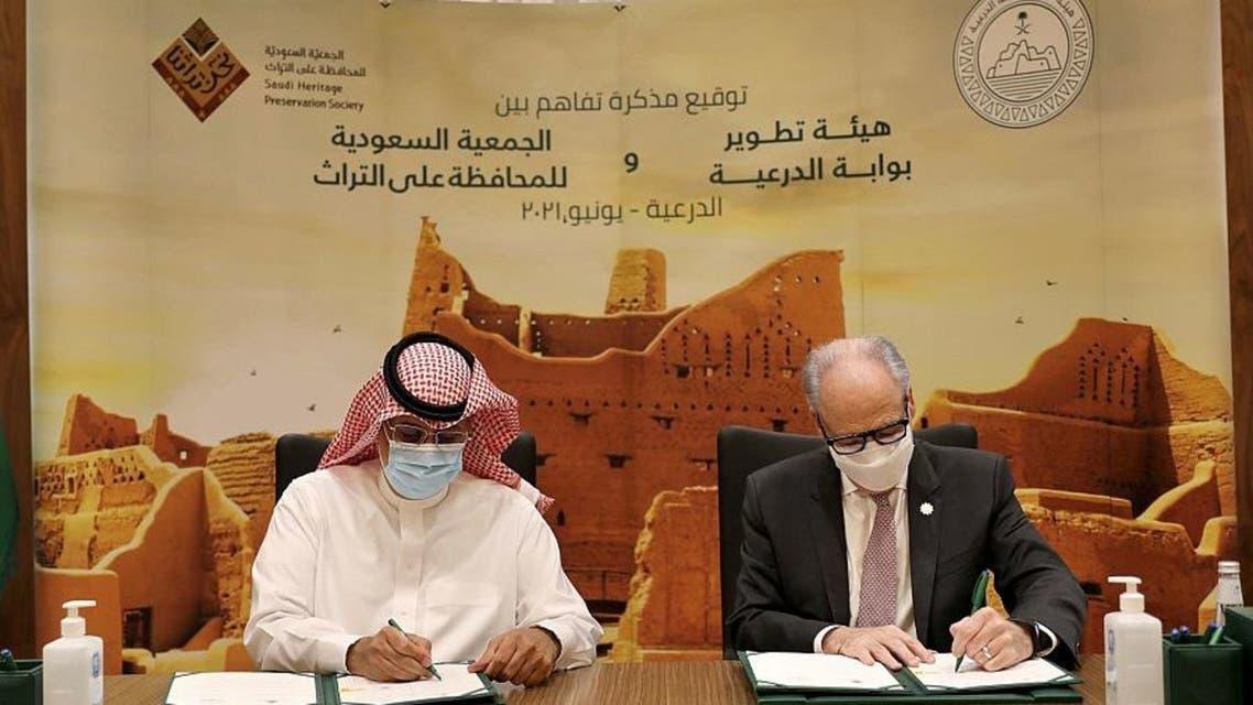 توقيع المذكرة بين جمعية التراث وبوابة الدرعية