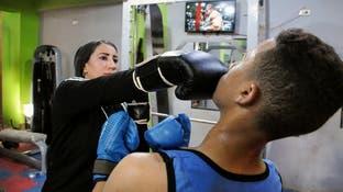 في صعيد مصر.. امرأة تدرب الرجال على الملاكمة