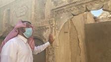 خستہ حال مکان کے درو دیوار پرالاحسا کے ثقافتی ورثے کی عکاسی