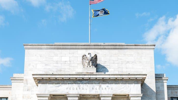 الدولار ينتعش وسط بحث المستثمرين عن توقيت الخروج من سياسة التيسير