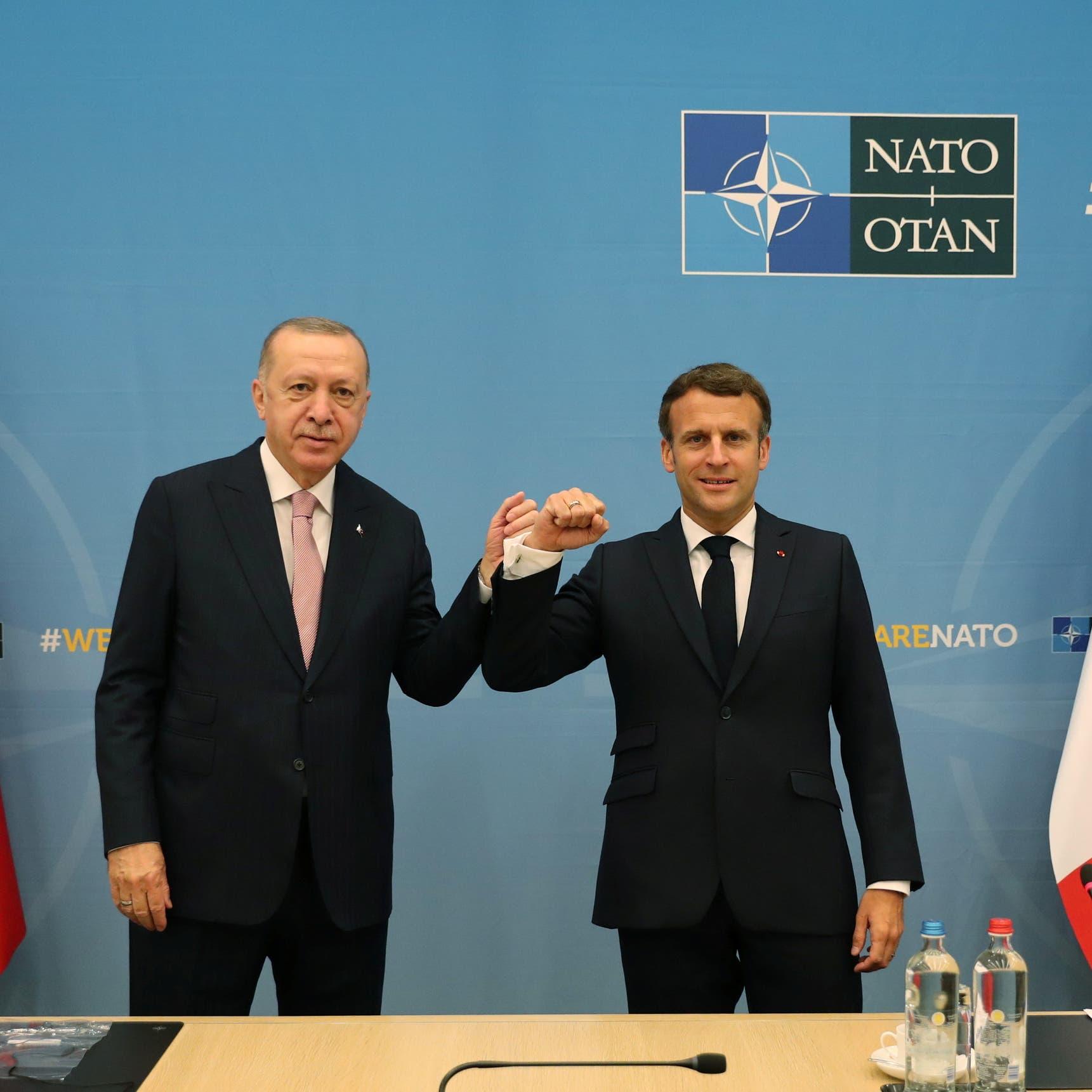 """ماكرون يبحث مع أردوغان ملفي سوريا وليبيا ويتحدث عن """"تعاون"""""""