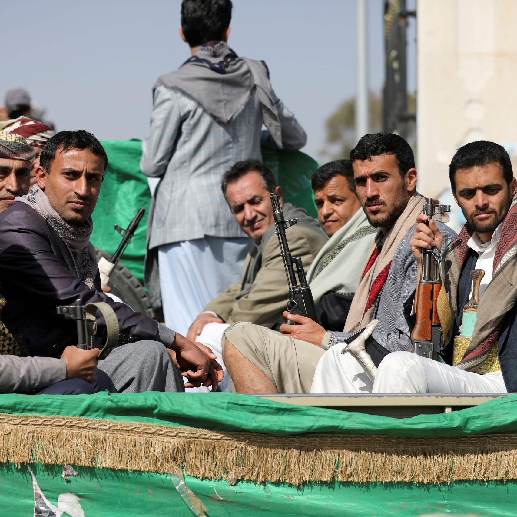 اليمن.. ميليشيات الحوثي تفصل 900 ضابط لاستبدالهم بموالين