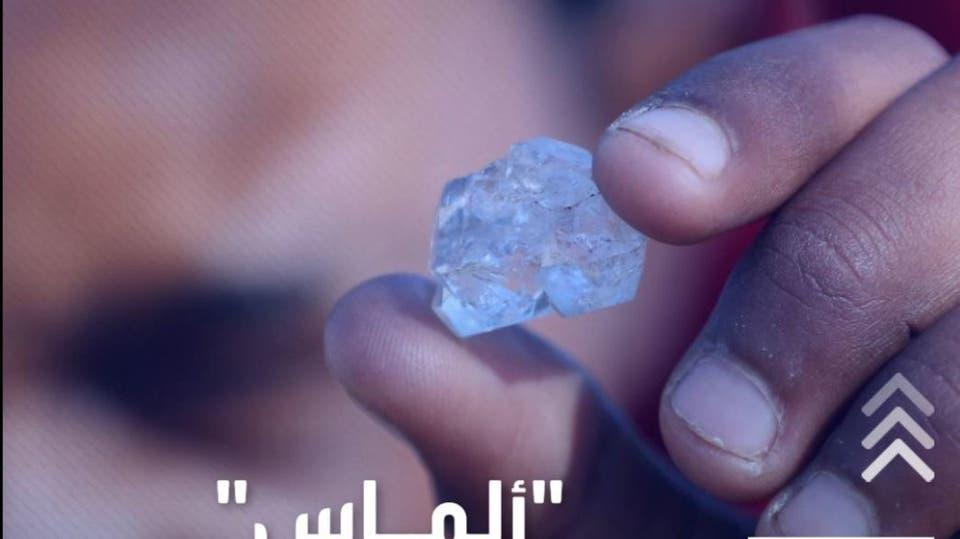 قرية تعثر على أحجار مجهولة يعتقد أنها