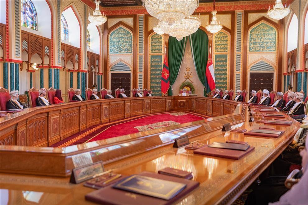 سلطان عمان السلطان هيثم بن طارق خلال اجتماع مجلس الوزراء