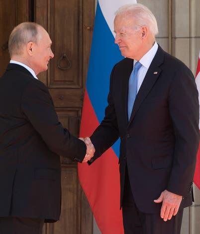 بعد الاجتماع مع بوتين.. البيت الأبيض يوقف صفقة مساعدات عسكرية لأوكرانيا