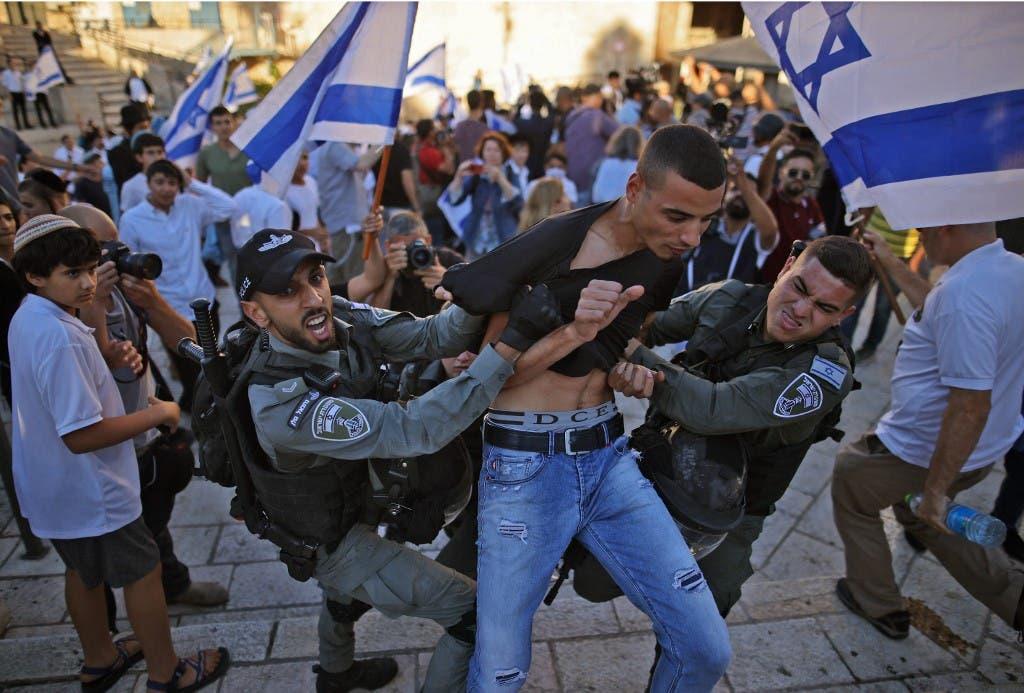 Israel fires tear gas on Gaza border fence