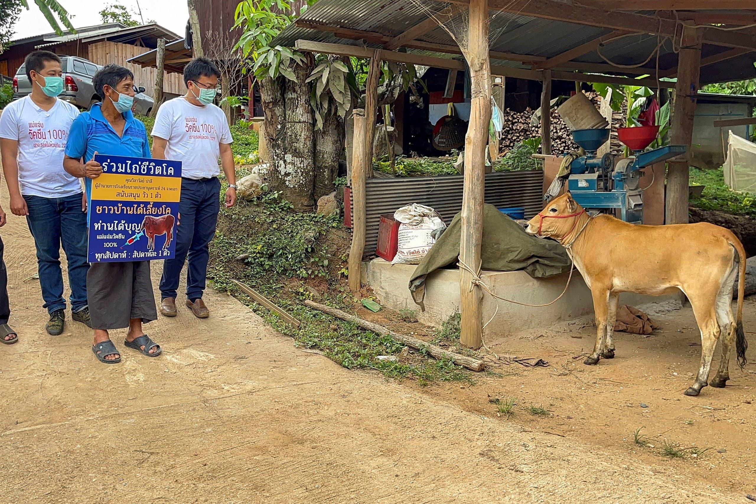 إنخام ثونجخام من تايلاند، فاز ببقرة تصل قيمتها إلى عشرة آلاف بات (320 دولارا)