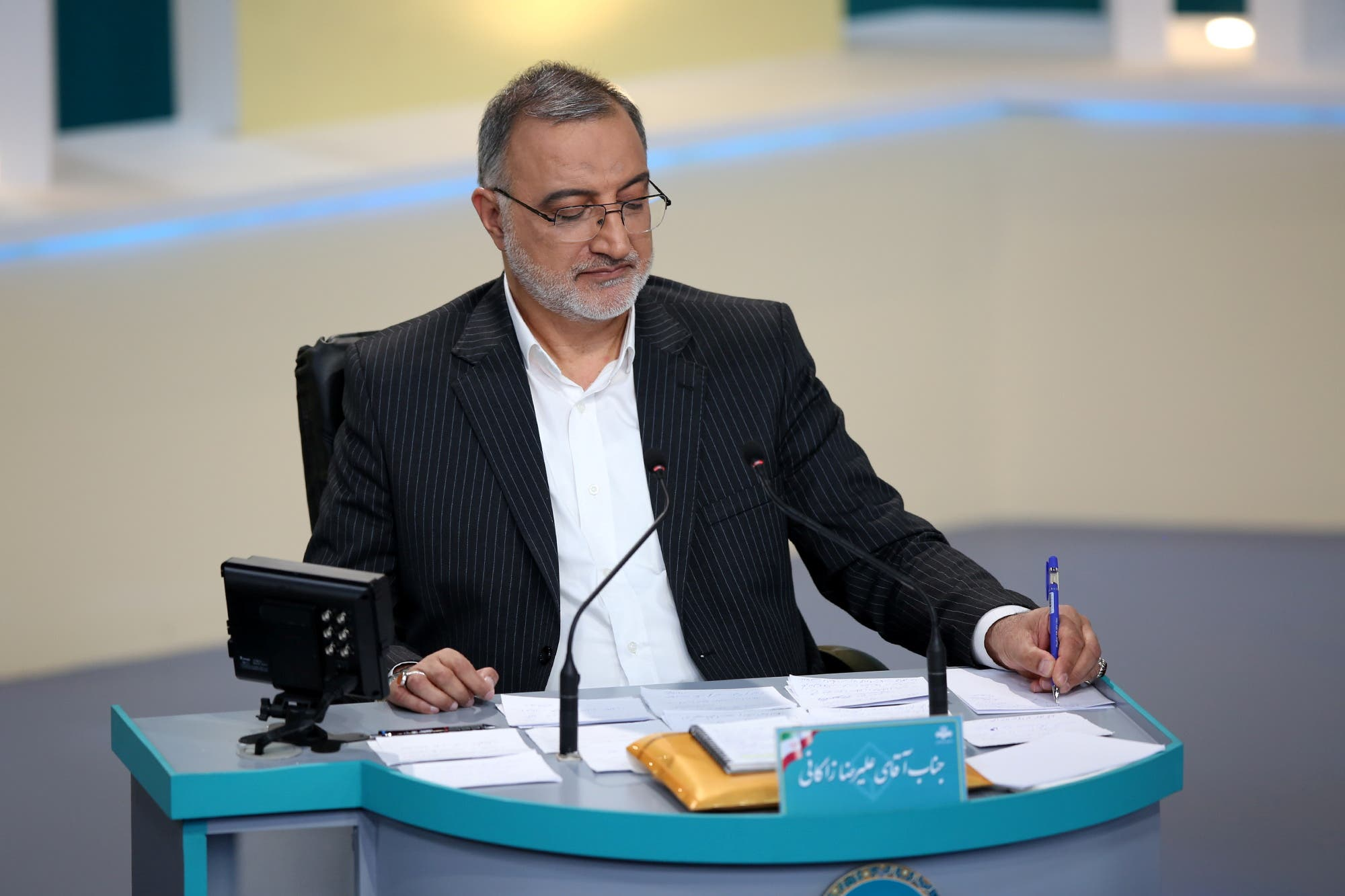 Two candidates withdrew from the elections in Iran – reformist and hardliner