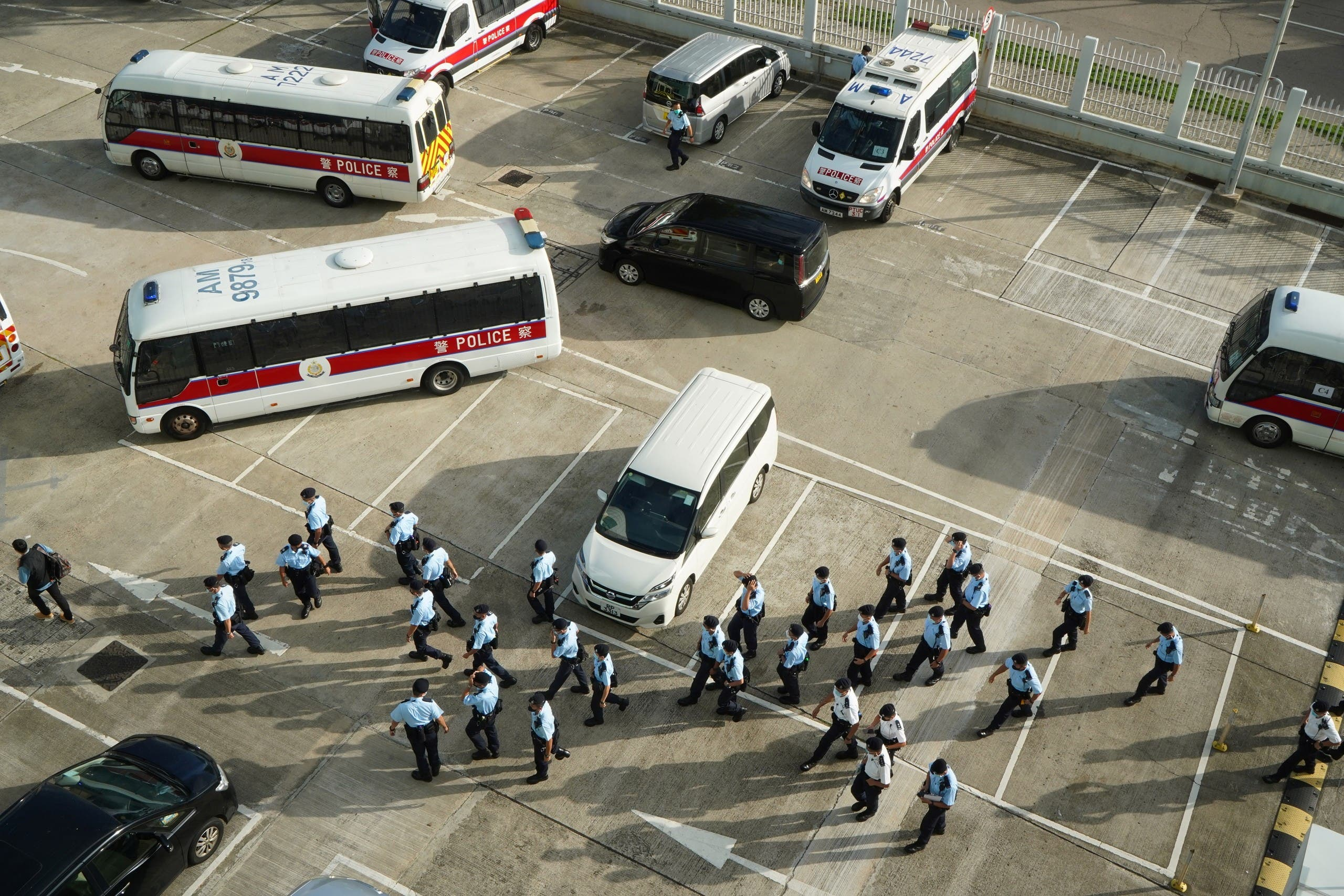 Search 500 police officers die Hong Kong Newspaper and arrest 5 officers