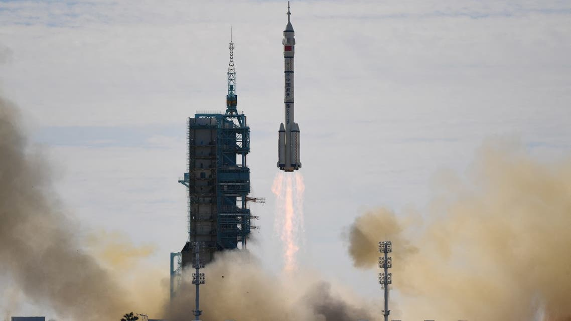A Long March-2F carrier rocket, carrying the Shenzhou-12 spacecraft and a crew of three astronauts, lifts off from the Jiuquan Satellite Launch Centre in the Gobi desert in northwest China on June 17, 2021, the first crewed mission to China's new space station. (File photo: AFP)