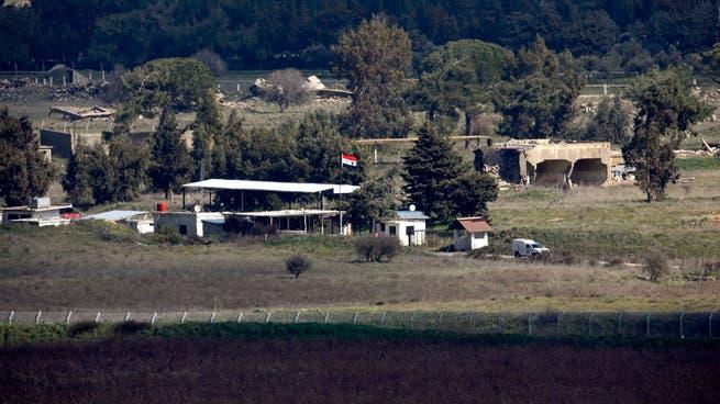 قصف إسرائيلي على موقع بالقنيطرة يتردد عليه قياديون بحزب الله