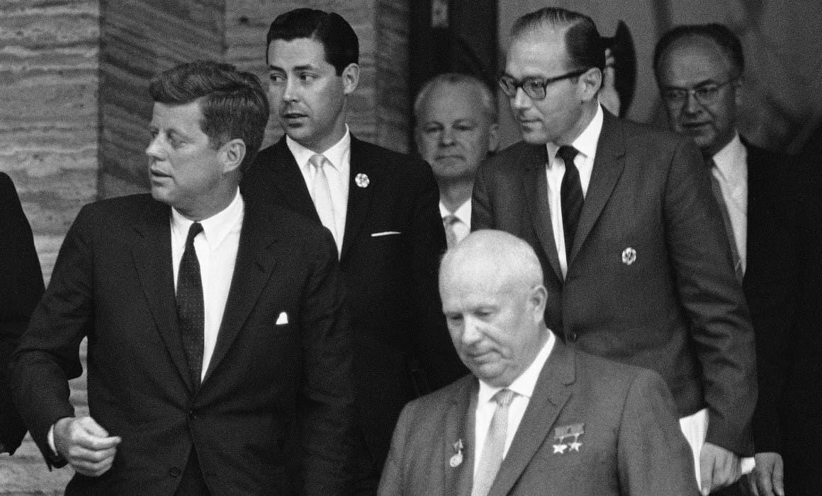 صورة بفيينا عام 1961 لكل من كينيدي وخروتشوف
