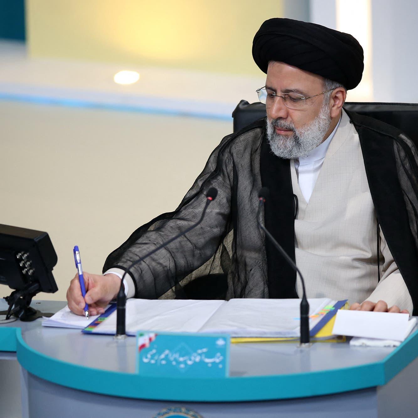 معهد أميركي يحذر من رفع العقوبات عن رئيسي بسبب جرائمه بإيران