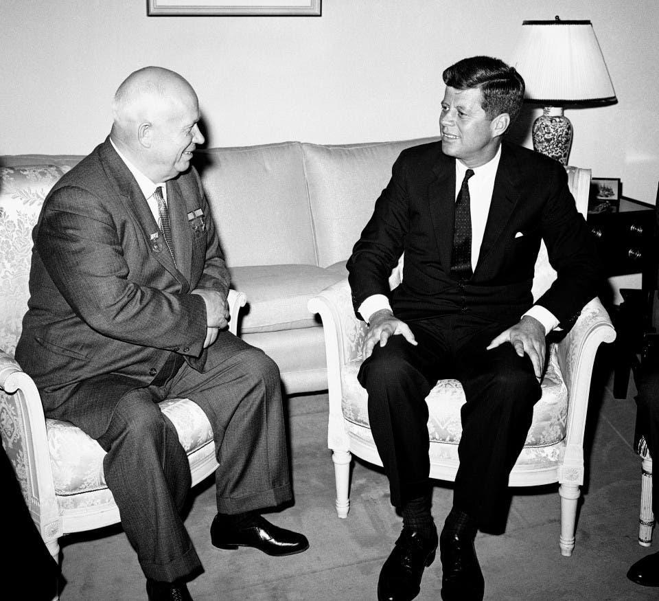 صورة تجمع بين كينيدي وخروتشوف خلال لقاء فيينا