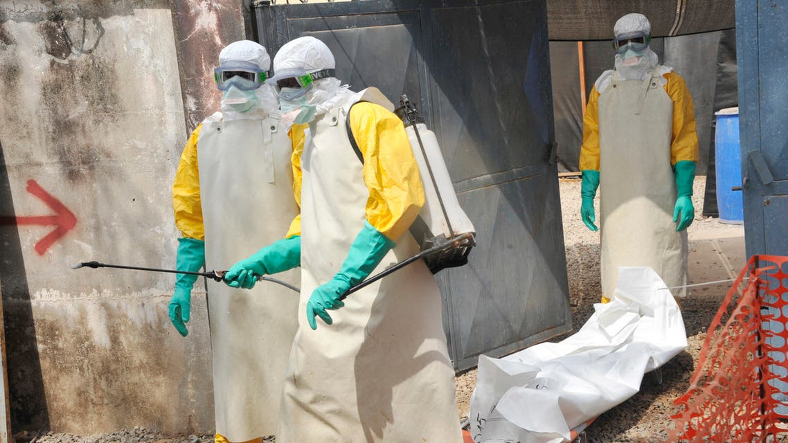 (FILES) In this file photo taken on March 08, 2015 Members of the Guinean Red Cross move the body of a person who died from the Ebola virus at the Donka hospital in Conakry. The World Health Organization on June 19, 2021 officially announced the end of Guinea's second Ebola outbreak which was declared on February 14.