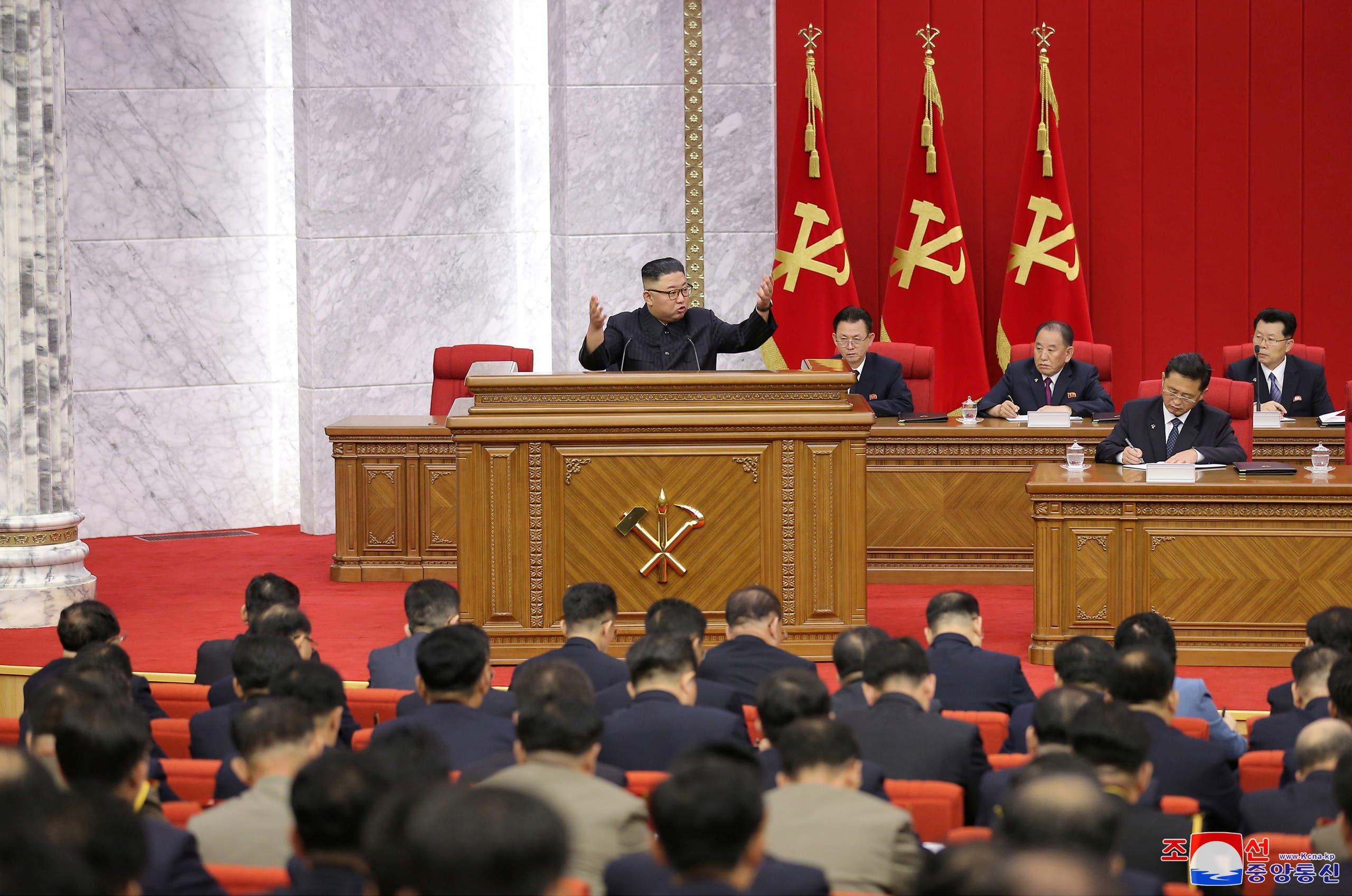 كيم جونغ أون خلال اجتماع الحزب الحاكم
