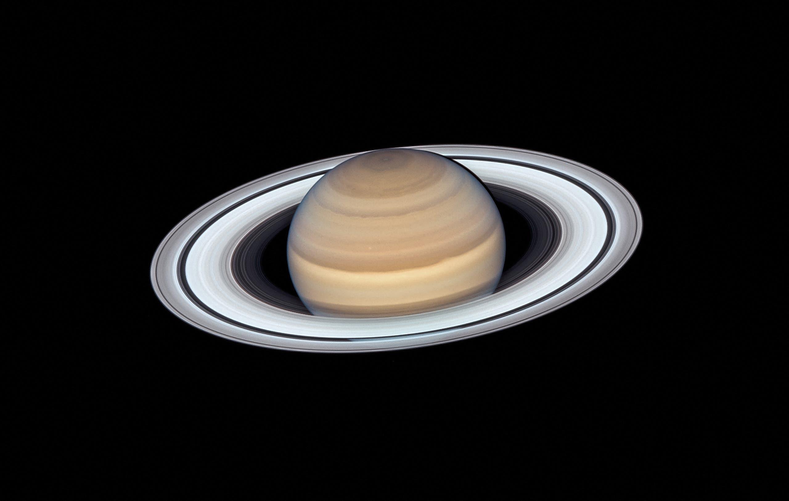 صورة لكوكب زحل التقطها هابل في 2019