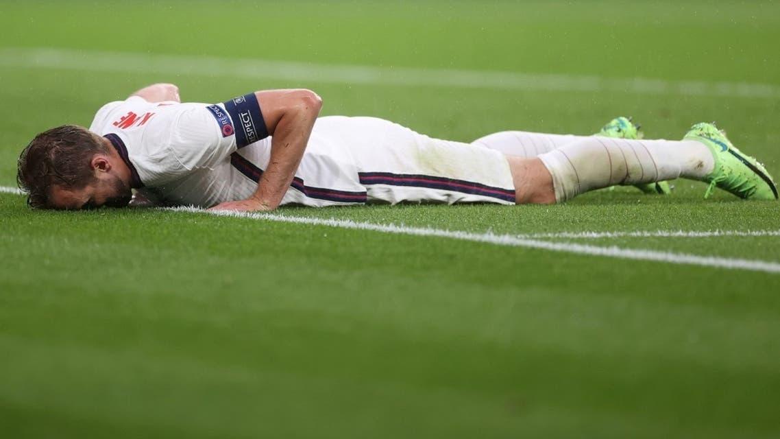 England's Harry Kane heads reacts. (Reuters)