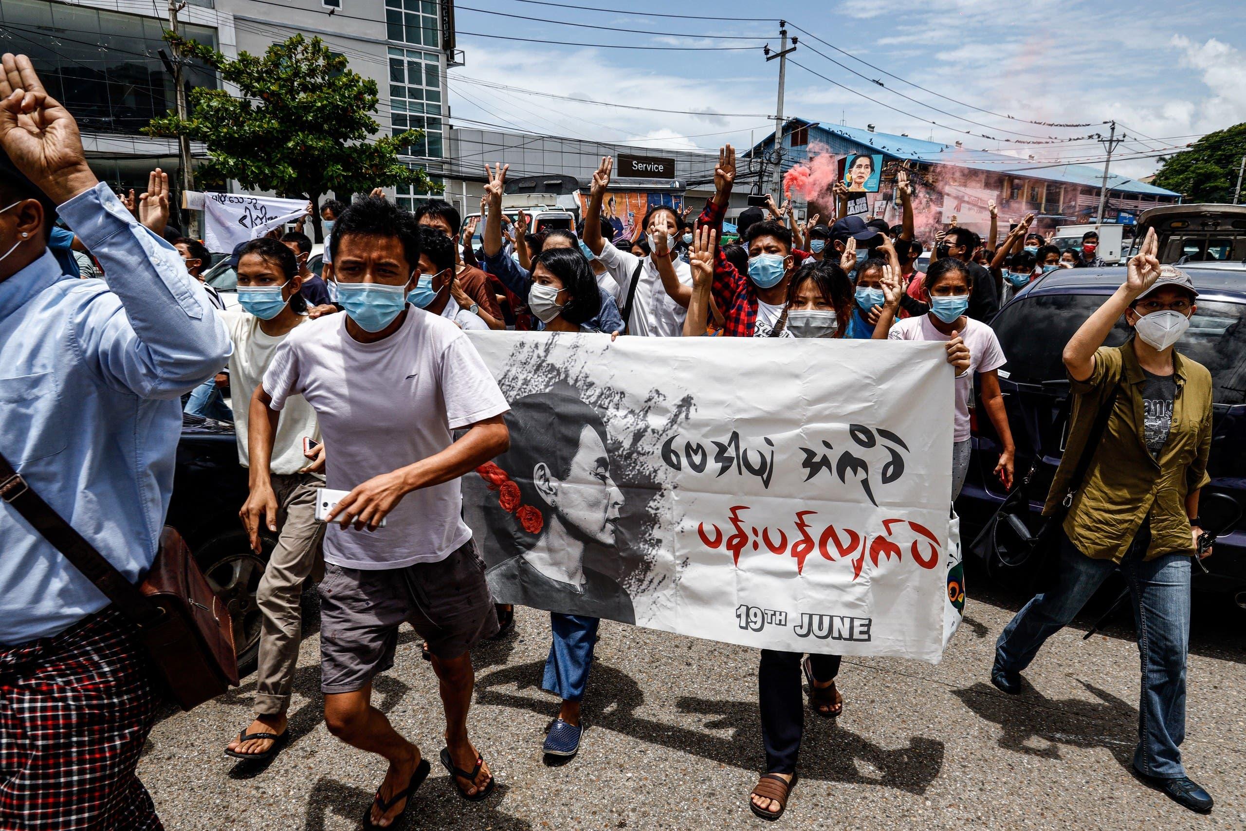 مظاهرة ضد الانقلاب اليوم في يانغون