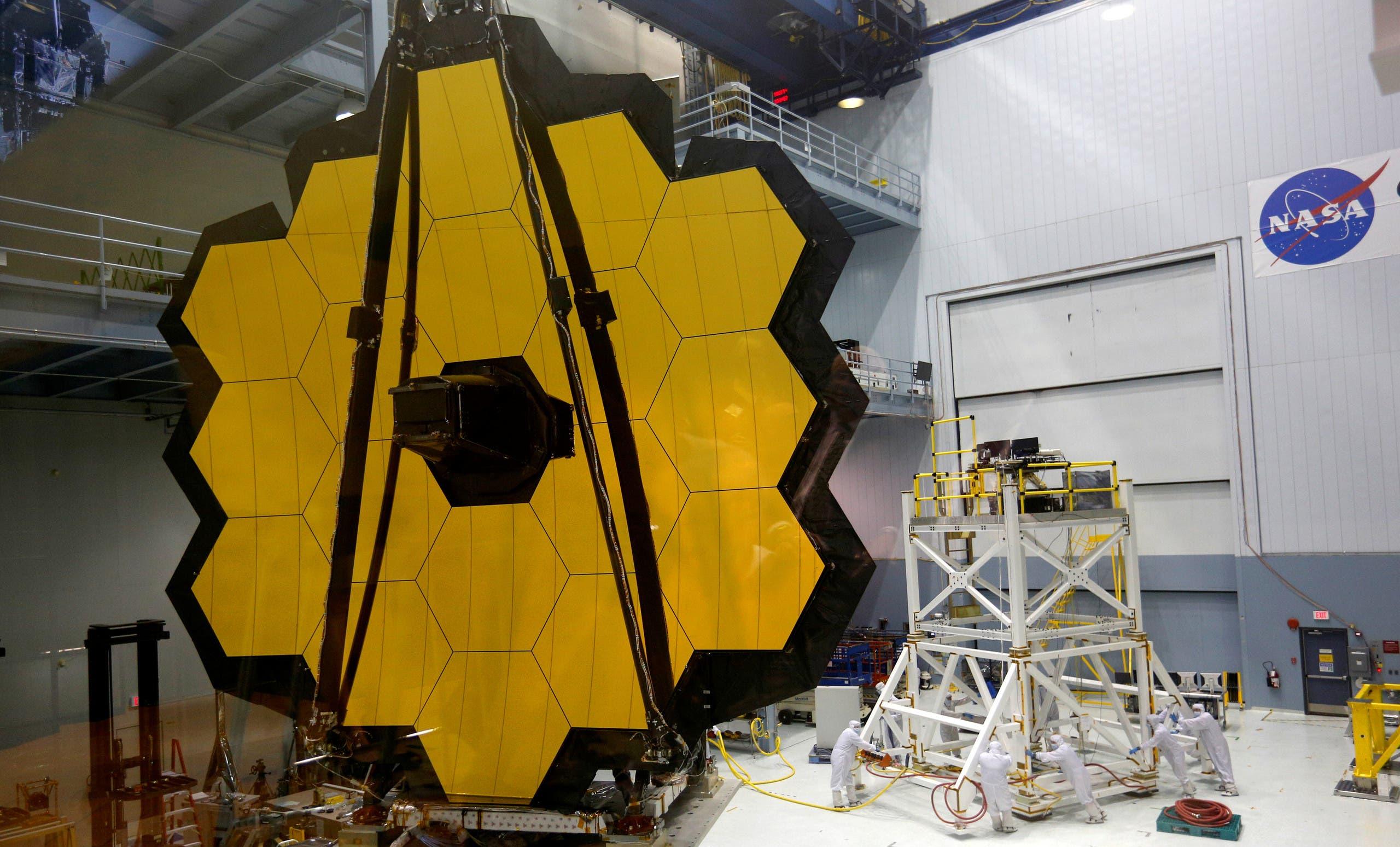 """من عملية نباء مرآة التلسكوب الفضائي الجديد """"جيمس ويب"""""""
