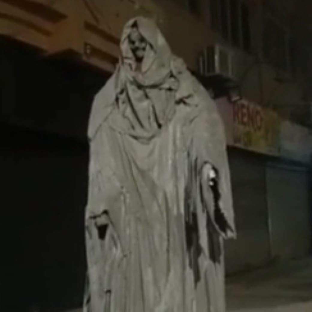 ظهر فجأة .. السلطات تزيل تمثالا أرعب سكان مدينة مصرية
