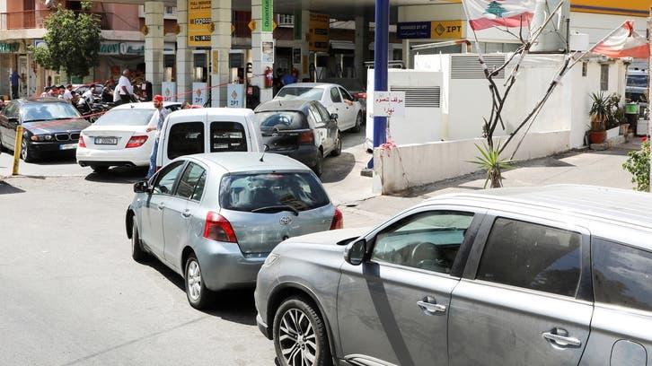 مشهد مضحك مبكٍ أمام محطات الوقود بلبنان.. طوابير وغناء