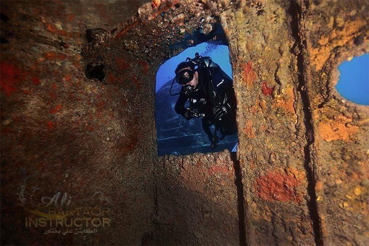 تصوير علي بختاور داخل أعماق البحر 2