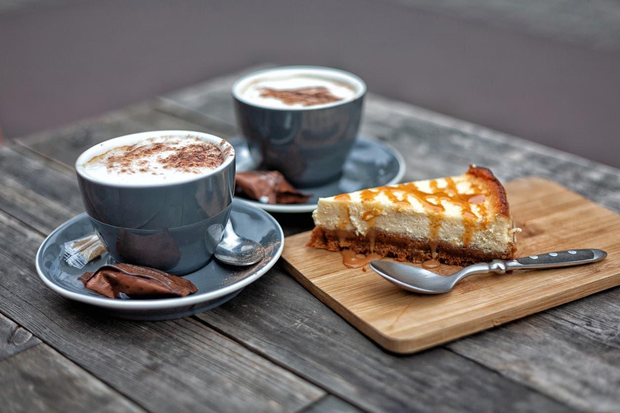 قهوة وقطعة كيك
