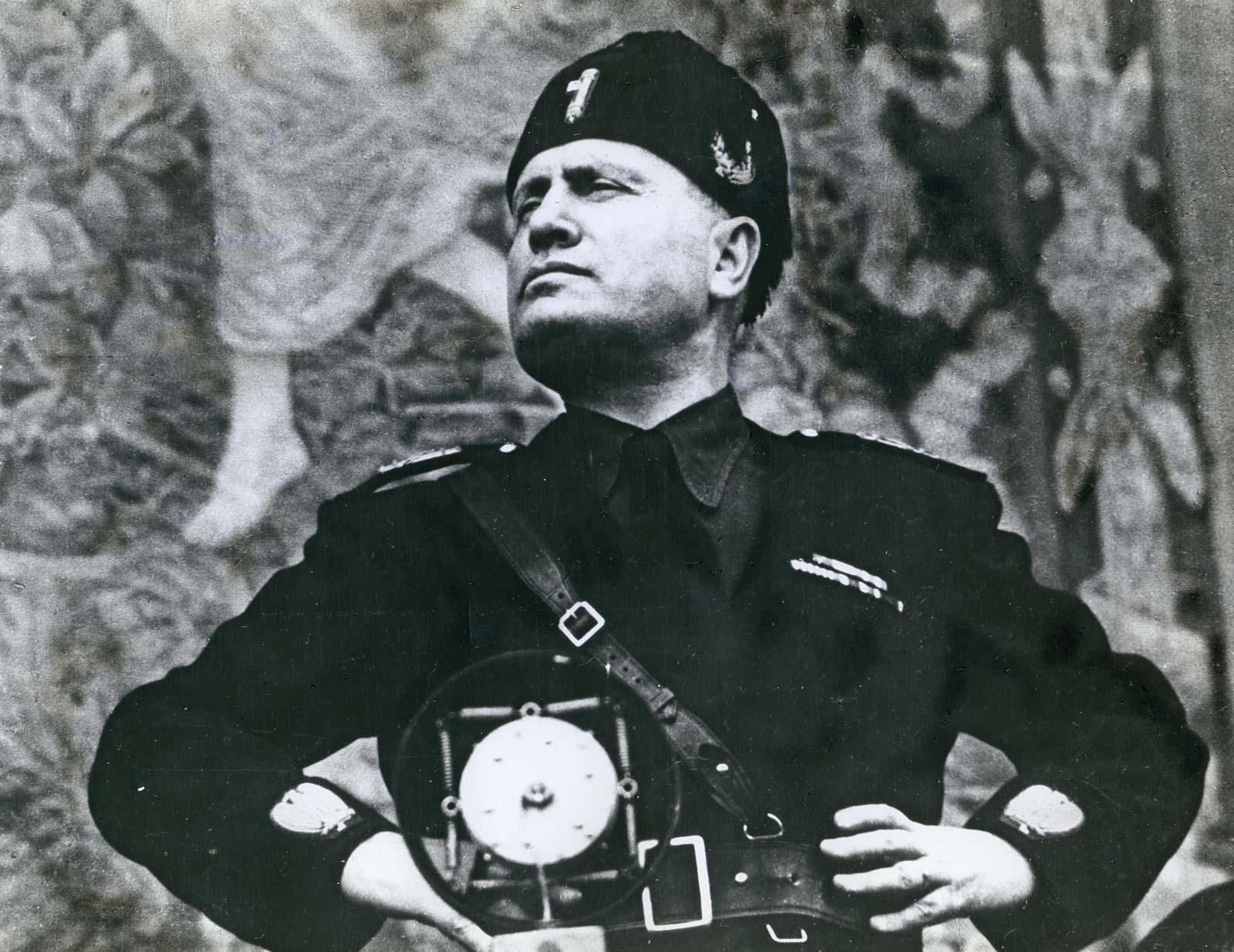 صورة للدكتاتور الإيطالي موسوليني