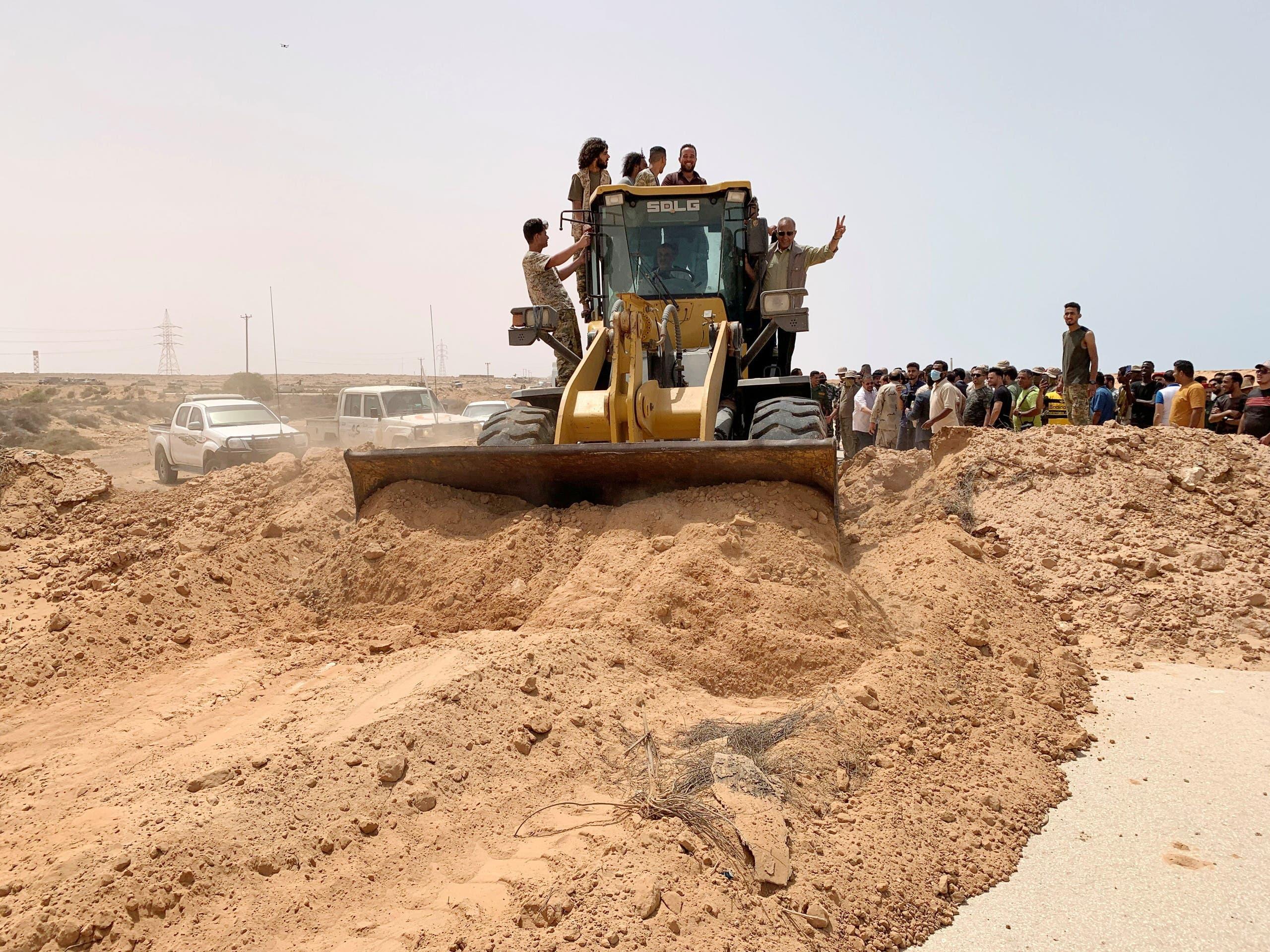من تجهيز الطريق الساحلي في ليبيا تمهيداً لفتحه ((أرشيفية)