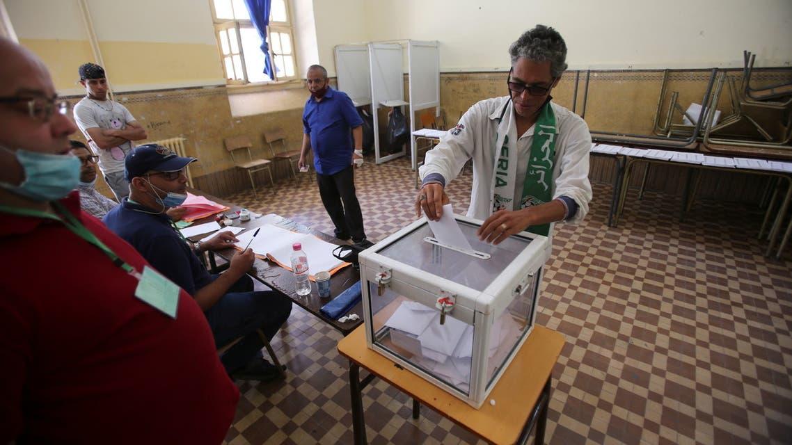 الانتخابات الجزائرية (رويترز)