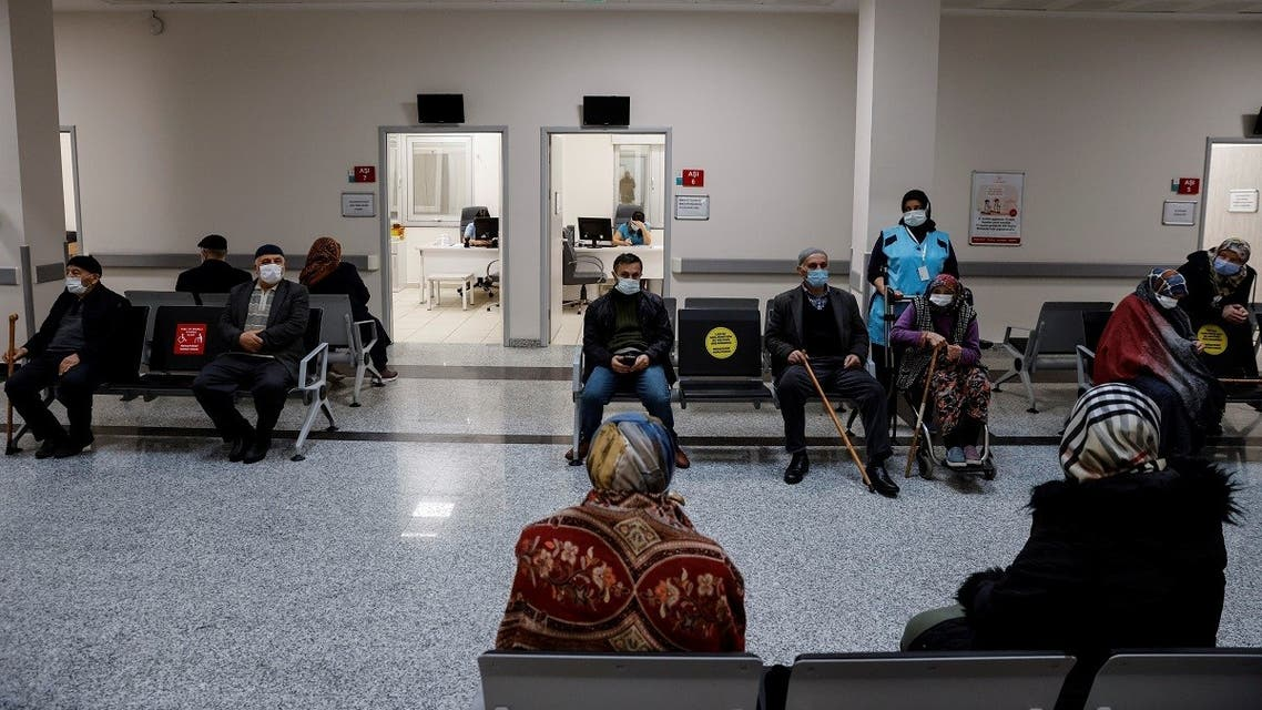 Seniors wait to receive a shot of the Sinovac's CoronaVac COVID-19 vaccine as nationwide vaccination began for people of 80 years old or older at Sancaktepe Education and Research Hospital, Istanbul, Turkey, January 27, 2021. (Reuters/Umit Bektas)