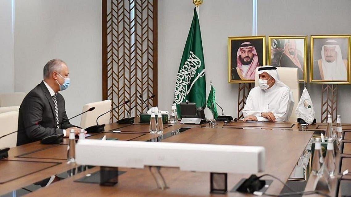 Supervisor General of KSrelief, Abdullah al-Rabeeah, and the Regional Representative of  UNHCR GCC, Khaled Khalifa. (SPA)