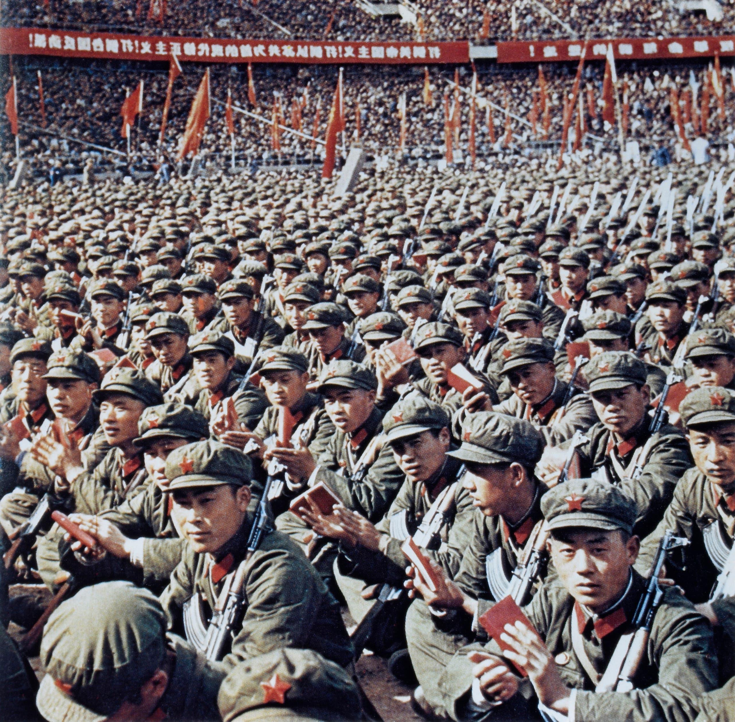 جانب من المتعصبين لأفكار ماو تسي تونغ بالصين